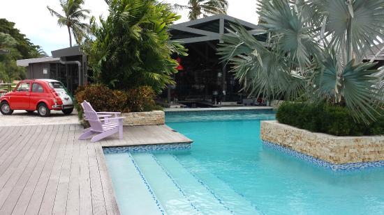 Trupial Inn: Pool/bar/restaurant