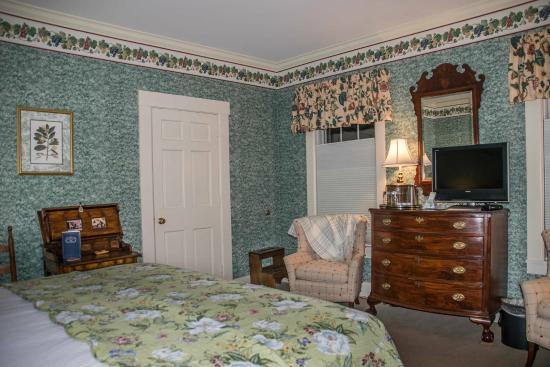 Deerfield Inn : Room 143
