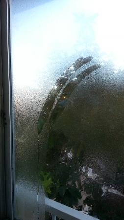 Monterey Bay Travelodge: Front window with cold condensation after we had to shut off noisy heater