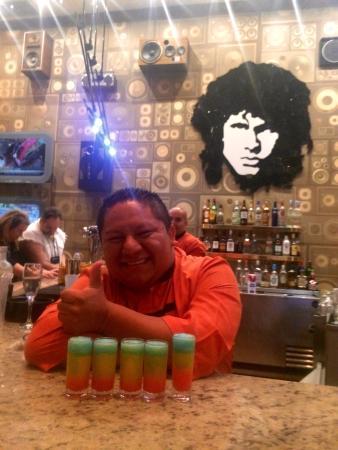 Hard Rock Hotel Riviera Maya: Abrahaham ��perfecto bartender!  Rainbow shot!
