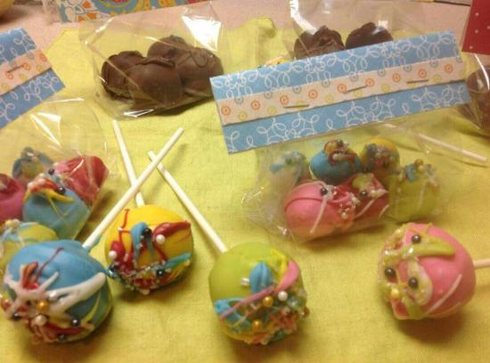 Sullivan, IN: Cake pops and peanut butter balls