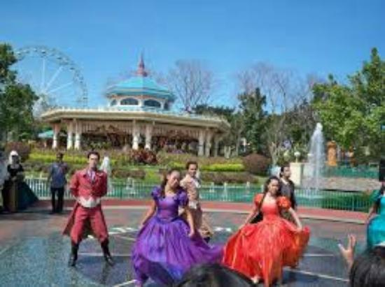 enchanted kingdom the place to be Head on to the enchanting events place at enchanted kingdom and let the tail-waggers melt your hearts as they flaunt their skills  enchanted kingdom, inc all.