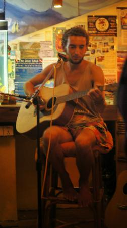 Wish You Were Here... Guesthouse & Bar: singer