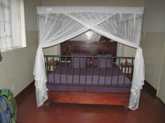 Kiboko Town Hotel : bed