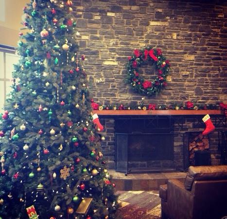 WorldMark Canmore-Banff: The lobby at Christmas time.