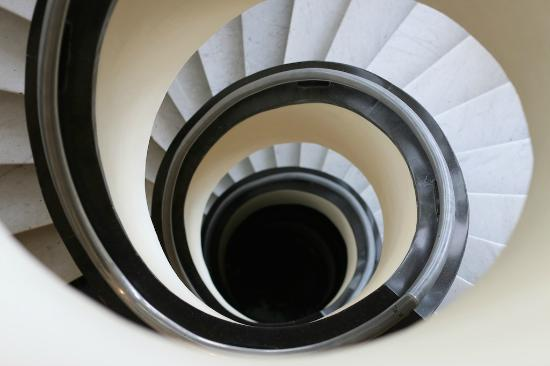 Rembrandt Hotel: Spiral staircase