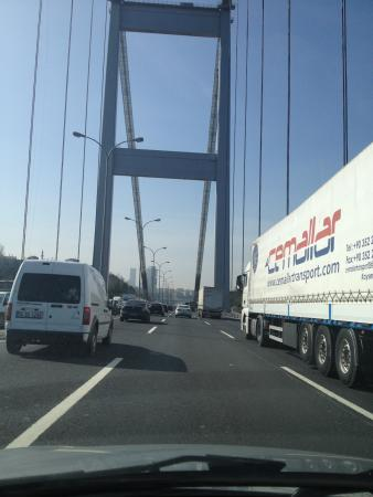Стамбул, Турция: Crossing the bridge