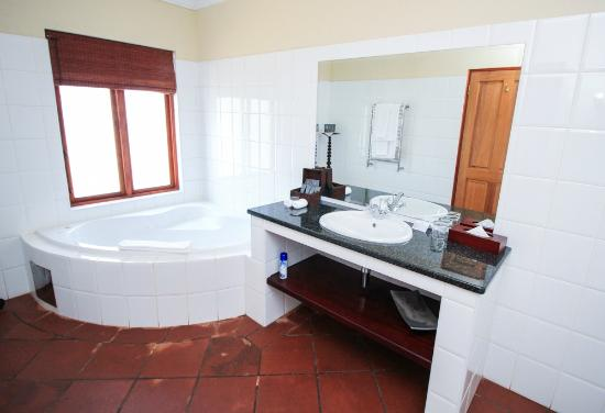 Budmarsh Country Lodge: Soak in a bubble bath, and ease away all tensions