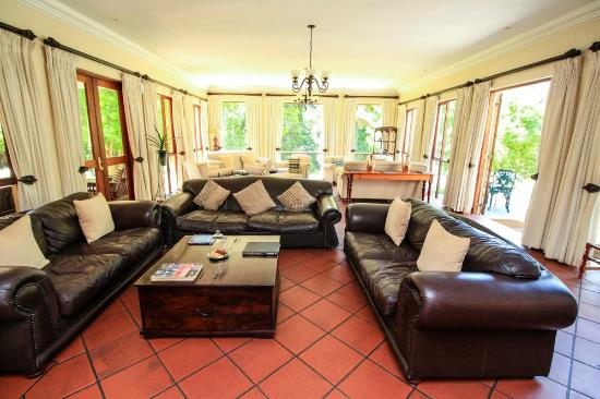 Budmarsh Country Lodge: Relax in our comfortable seating areas