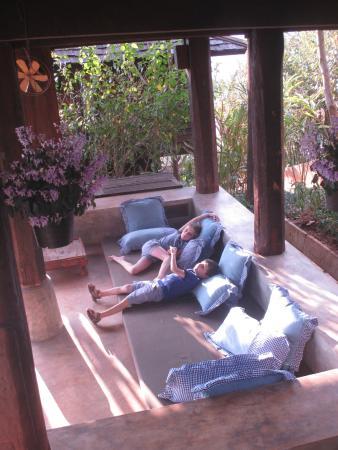 Espace Detente Sous Notre Maison Picture Of Baan Mon Muan Resort Mae Rim Tripadvisor