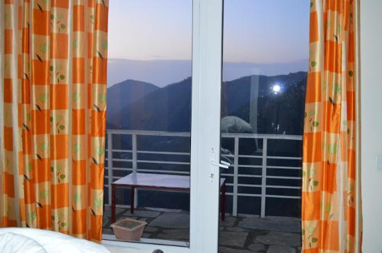 Seclude, Ramgarh : Balcony in the room