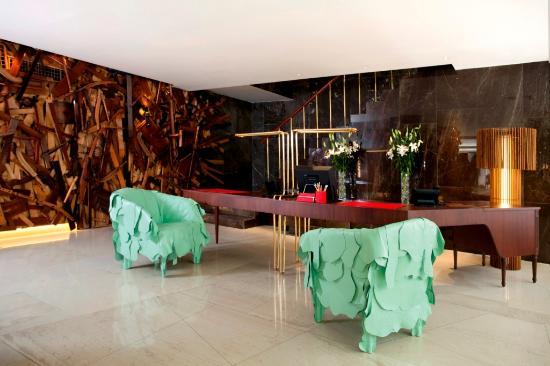 New Hotel: Lobby