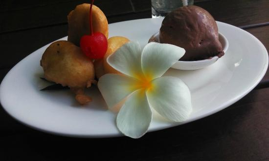 Ibis Styles Bali Benoa : Pisang Goreng / Banana Fried with Ice Cream.