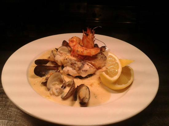 Stokers Lodge Restaurant & Bar : Assiette of Seafood