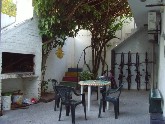 El Viajero Hostel Suites Colonia: Patio