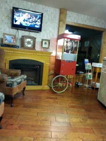 Mountain Breeze Motel: ENJOY OUR POPCORN DAILY