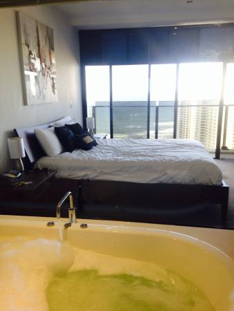 Mantra Circle on Cavill Surfers Paradise: Nice room and view