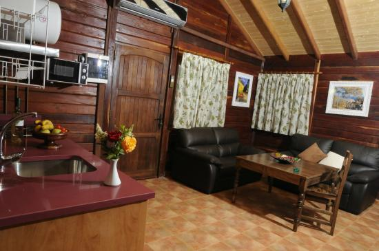 Cabañas Valle del Cabriel: Salón - Cocina