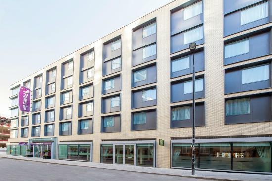 tv picture of premier inn london city aldgate hotel. Black Bedroom Furniture Sets. Home Design Ideas