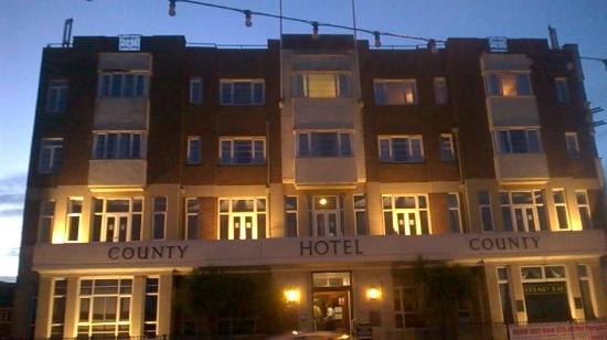 County Hotel: Lovely evening