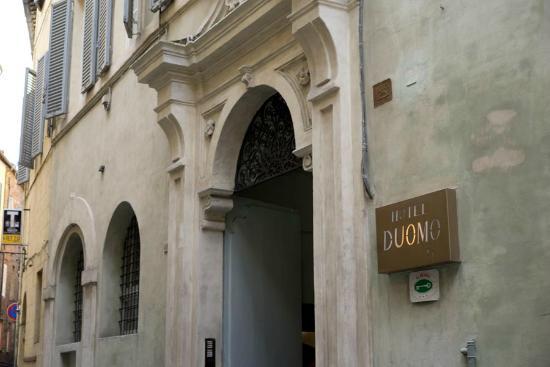 Hotel Duomo: Entrata dell'albergo.