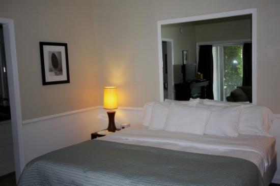 Abbey Inn: King beds