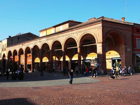 Il portico del grano foto di piazza dei martiri carpi for Avvolgere le planimetrie del portico