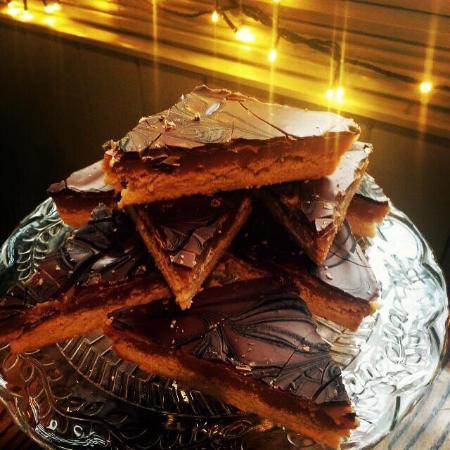 Circles Cafe: Salted caramel millionaire shortbread #thebestever