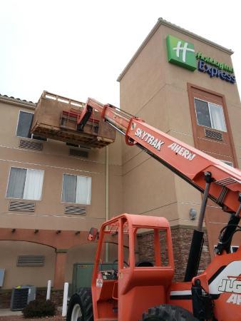 Holiday Inn Express Alburquerque N - Bernalillo: Construction equipment throughout the property