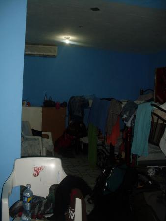 Weary Traveler Hostel: Terrible