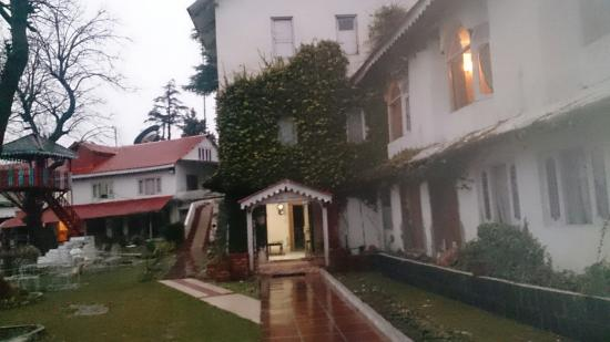 Alps Resort Dalhousie: Rainy weather