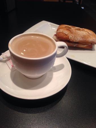 Almagro cafe & bar