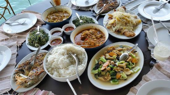Wisata Bahari Seafood Restaurant: Our lunch