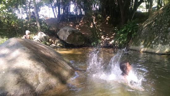 Pousada Riacho Doce: rio da pousada