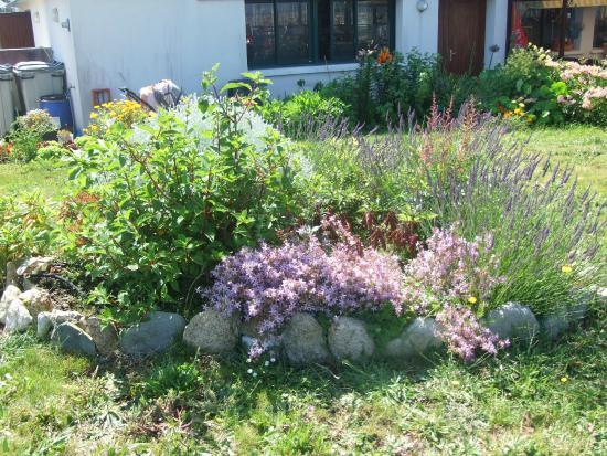 creperie des isles : environnement fleuri