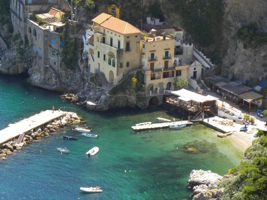 Il piccolo borgo di Conca dei marini - Picture of Conca dei Marini ...