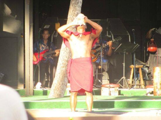 Germaine's Luau: Start of the ceremony