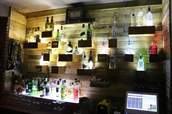 Della Roca Bar