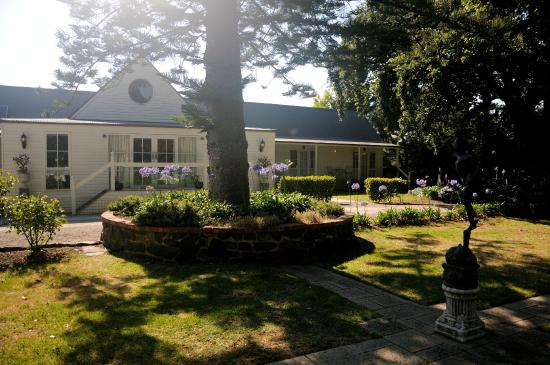 Glen Isla House: Garden outside breakfast room
