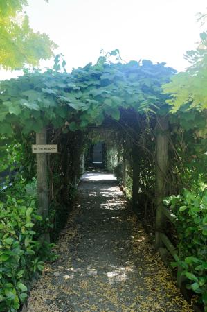 Glen Isla House: Path to the beach