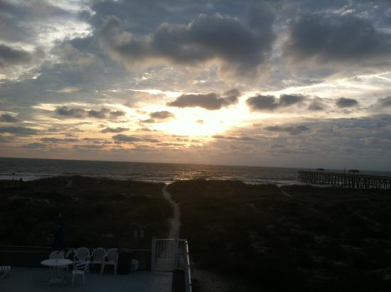 Beachside Motel: Great sunrise to boot