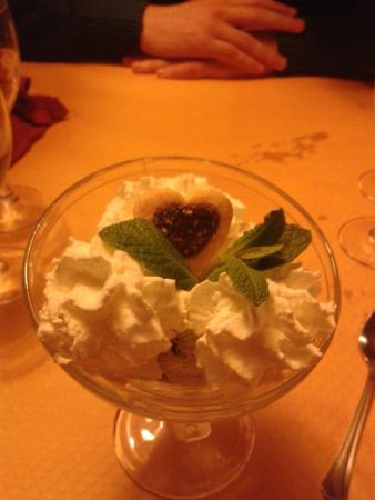 Restaurant le Valentin : COupe de glace avec chantilly en supplément