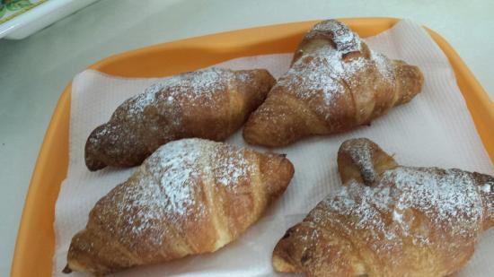 B&B La Stella di Naxos : Cornetti buonissimi dalla pasticceria