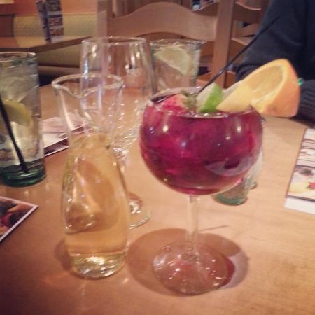 Dinner Drinks Berry Sangria Wine Foto Di Olive Garden Cascate Del Niagara Tripadvisor