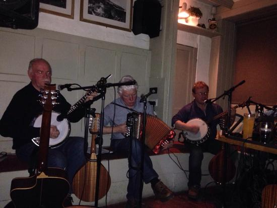 Ballycotton, Irlanda: Live Irish music