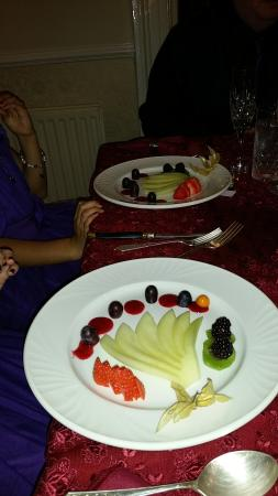 Rayanne House: Kids menu starter- Fan of melon and forest fruits