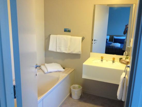 Deluxe Bathroom Picture Of Asure Macy 39 S Motor Inn