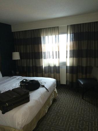 Embassy Suites by Hilton Atlanta - Buckhead: Master Bedroom