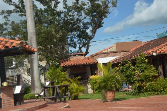 Casa Lucia Hotel Boutique: jardin y piscina