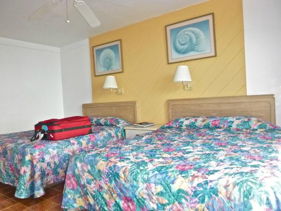 Hotel on the Cay: 2 Queen Beds & a Kitchenette